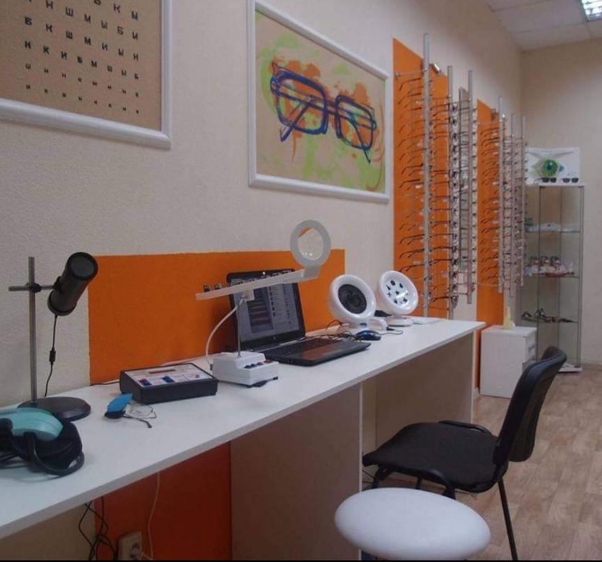 Апаратне лікування зору